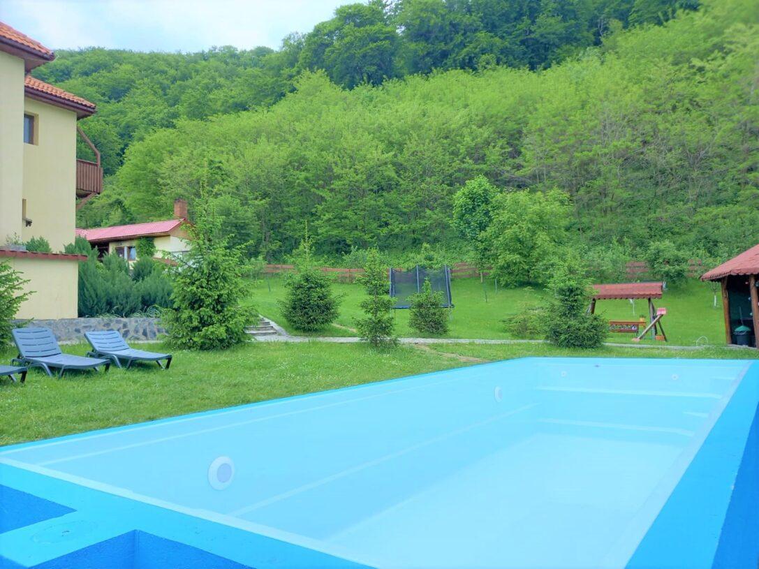 Pensiune-cu-piscina-la-munte-e1624446569986.jpg