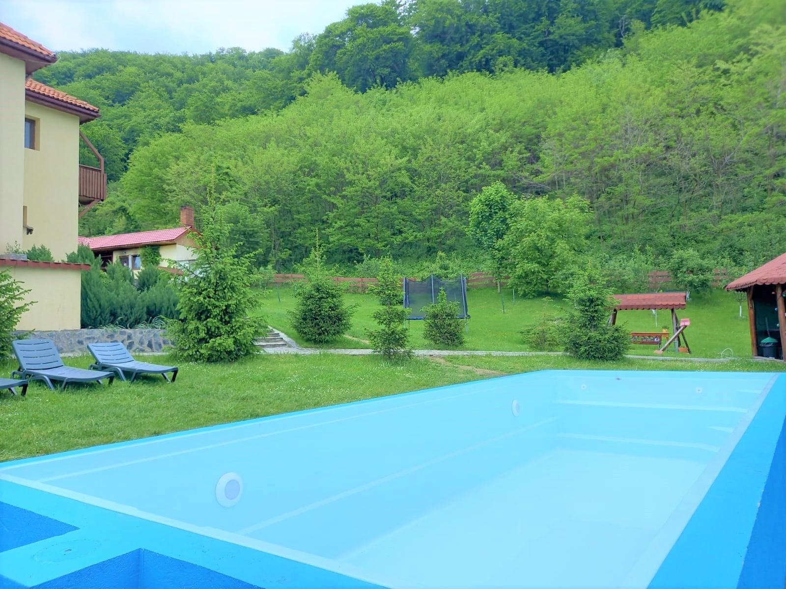 pensiune cu piscina la munte