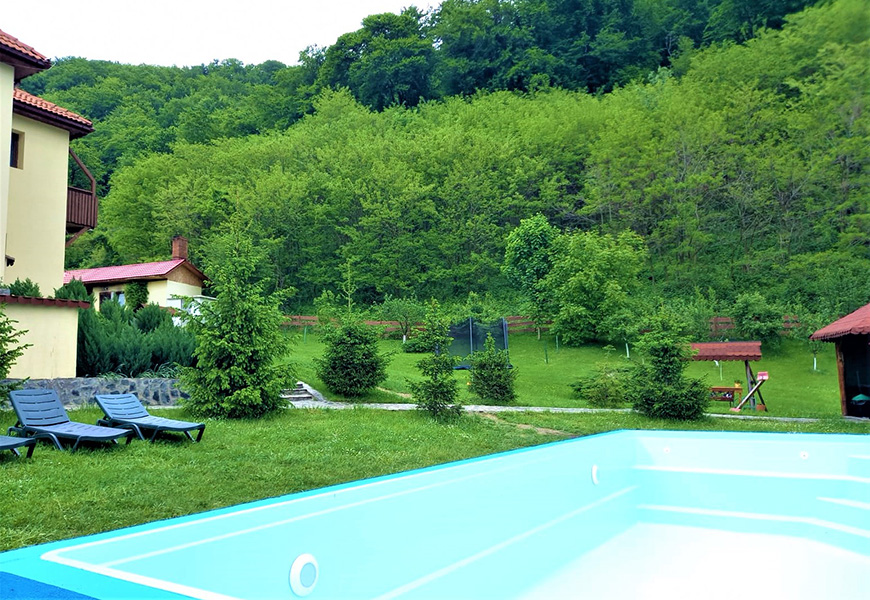 Pensiune cu piscina la munte in Gorj